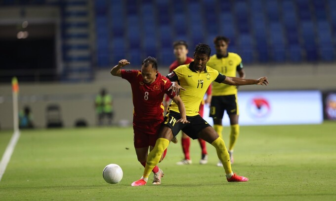 Declare no need to foul Vietnam, what did Malaysia do so that half of the squad received a yellow card?  2