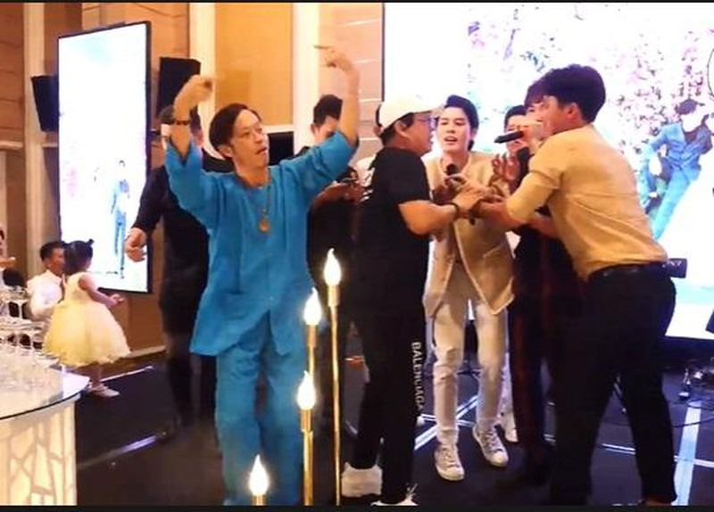 The keyword 'Hoai Linh dance' skyrocketed after the clip of 'juggling' was extremely pulsed when just finished radiotherapy 3