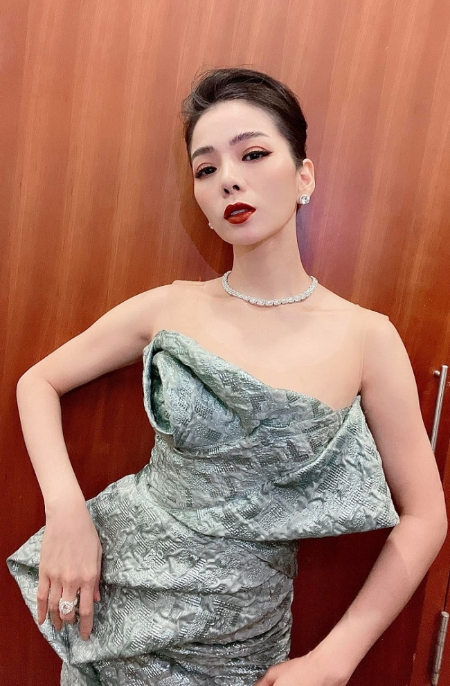 Le Quyen responded sharply when being mocked 'shameless' showing her body at the age of U40 3