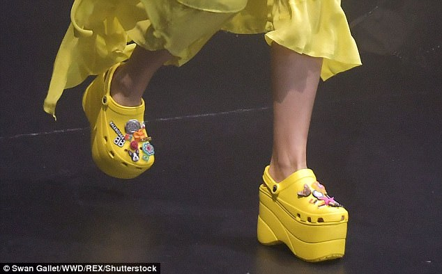 Balenciaga launched a model of 'high-heeled sandals' with an expected price of more than 20 million, making people
