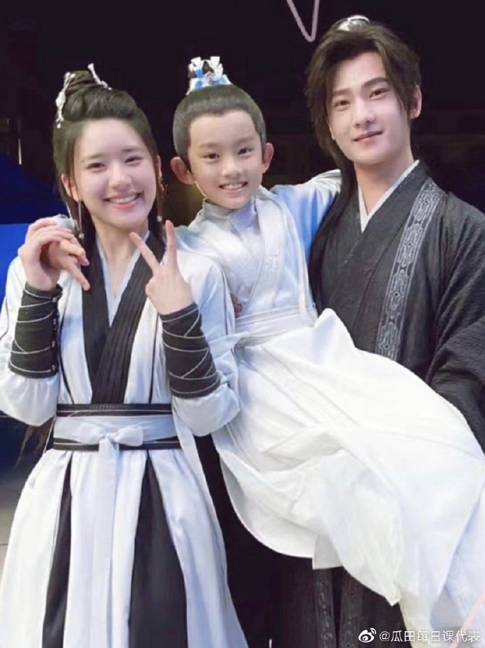 Trieu Lo Tu childish with Duong Duong and children, this is the 'super cute' family?  2