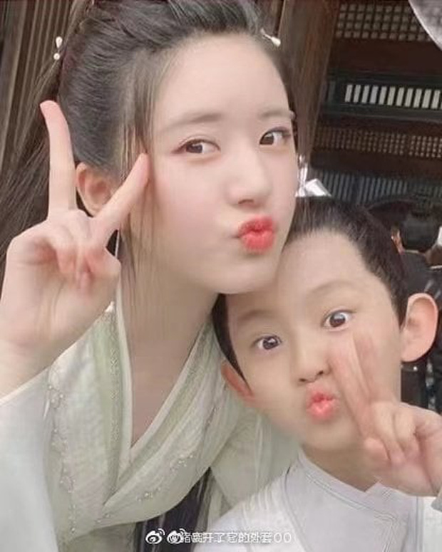 Trieu Lo Tu childish with Duong Duong and children, this is the 'super cute' family?  4
