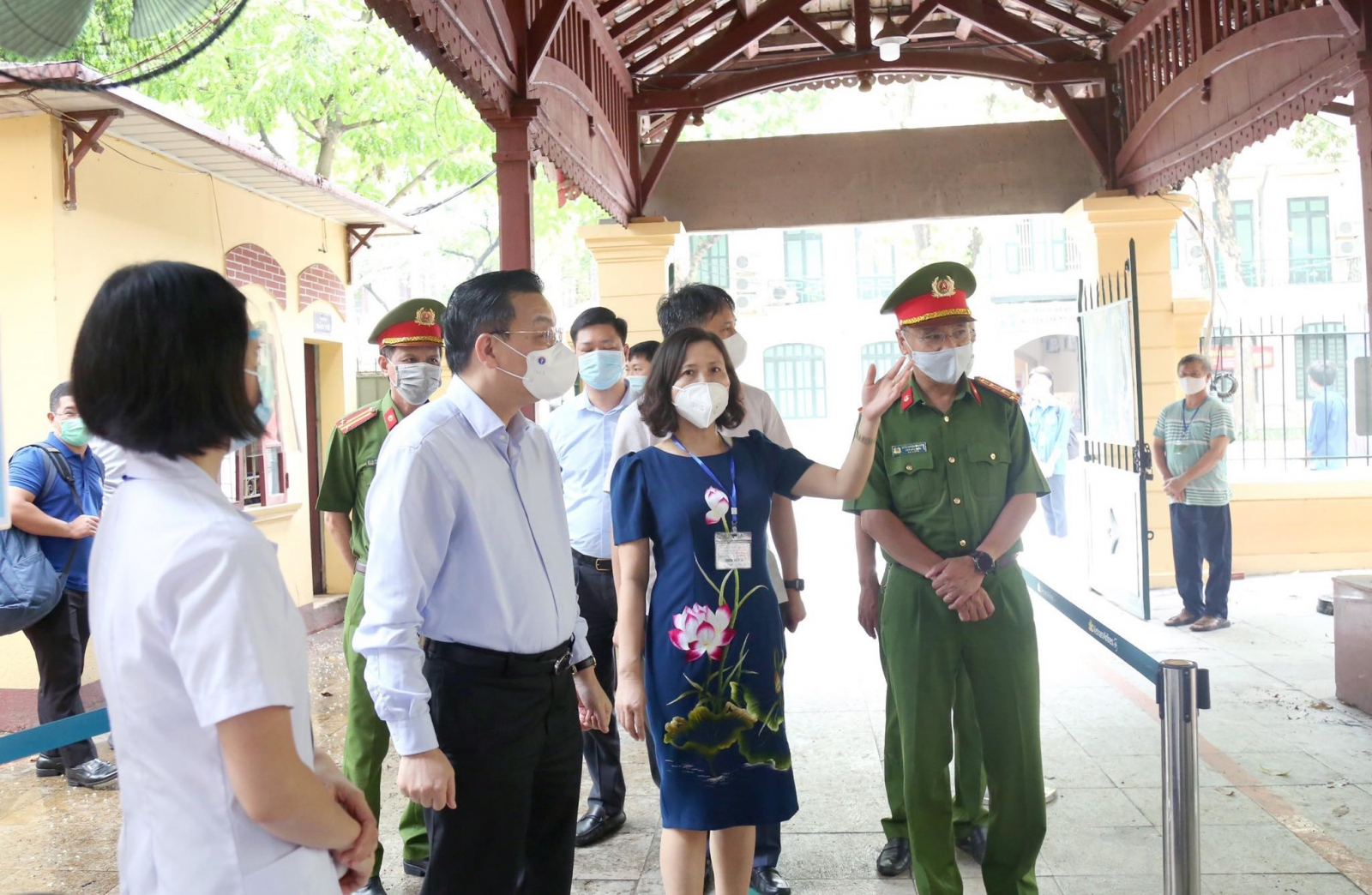 Grade 10 exam in Hanoi: 38 candidates and 17 exam officials are absent because of the COVID-19 epidemic 3