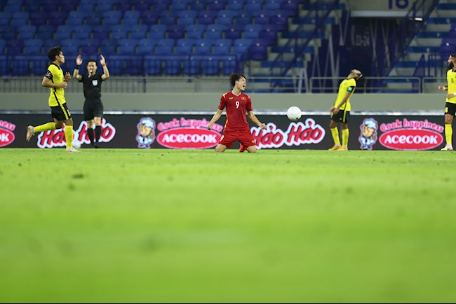 The media reported that Van Toan 'stumbled on the grass' with a penalty, the country's fans immediately countered: 'Don't slander them like that' 3
