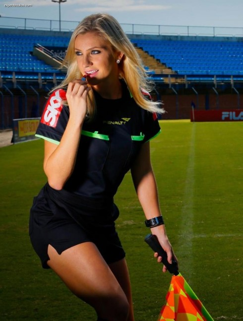 The beauty of the female referee is rumored to be the main match between Vietnam and Malaysia 9