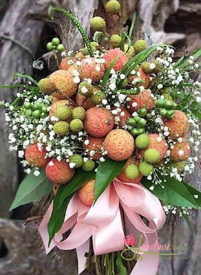 After a bouquet of lychee flowers costing more than half a million, it's the turn of the flower car to be decorated with a specialty that everyone will crave
