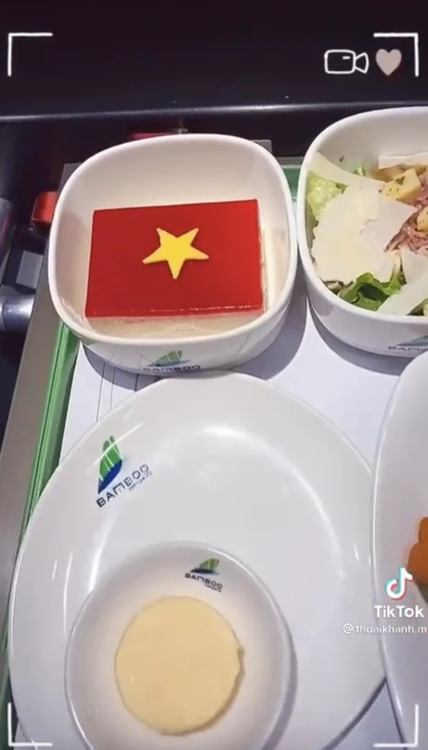 The story is now being told: Revealing the special meal of the Vietnamese team on the flight to Dubai 6
