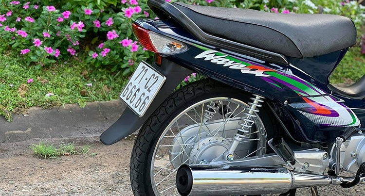 2005 Honda Wave Alpha is priced at more than 200 million after attaching the plate for the sixth quarter 3