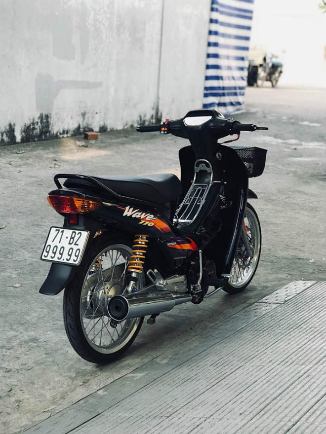 2005 Honda Wave Alpha is priced at more than 200 million after attaching the 5th quarter sign