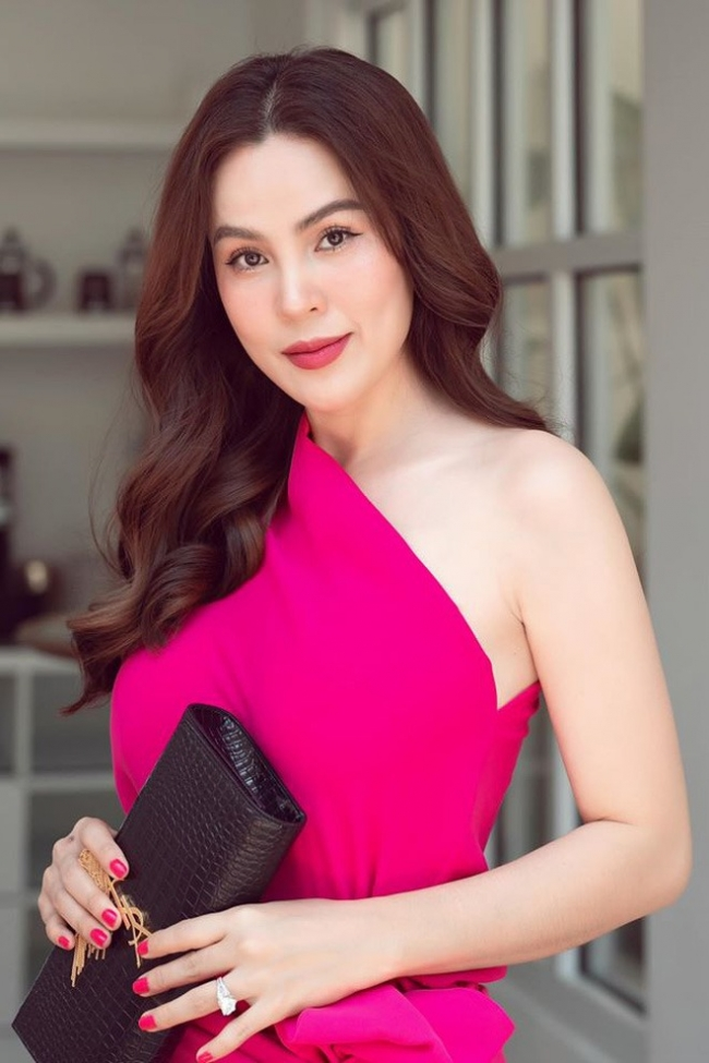 Miss Phuong Le criticized Phi Nhung for being indifferent to Ho Van Cuong's poverty