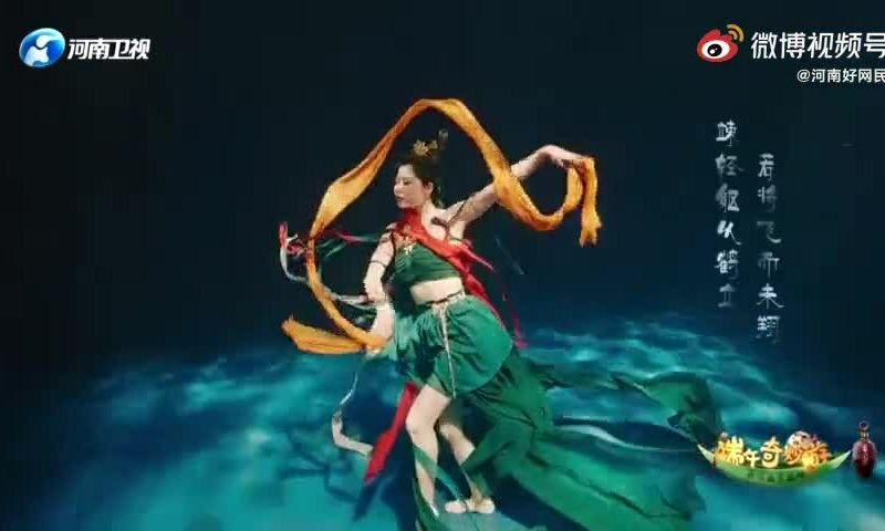 The dance 'Lac Than Phi Thien' under water causes fever because it reaches the realm of escapism 2