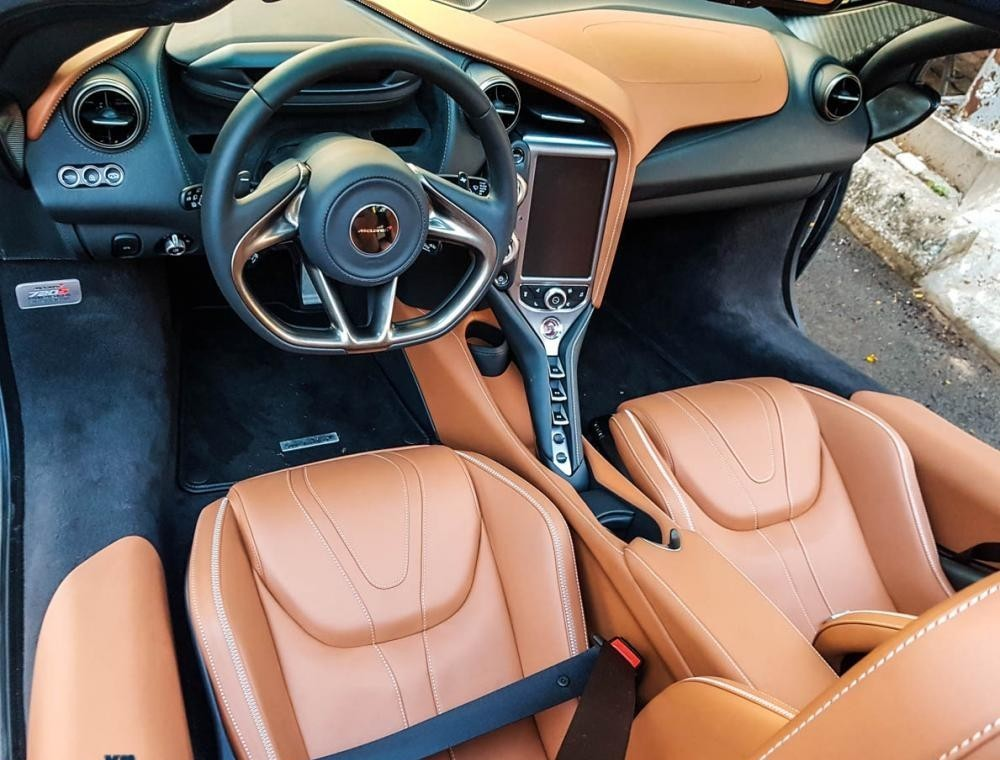 Check out the top 5 sports car models with the most beautiful interiors in the past 2 decades 5