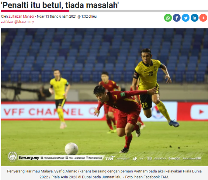 Malaysian fans meticulously recreated the situation in the game to mock Van Toan 2's 'stumbling on the grass'