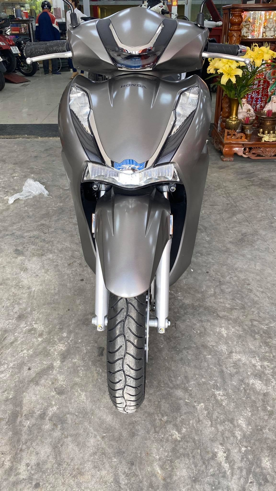 The first SH 350i is available in Vietnam: The scooter is only for real giants 3