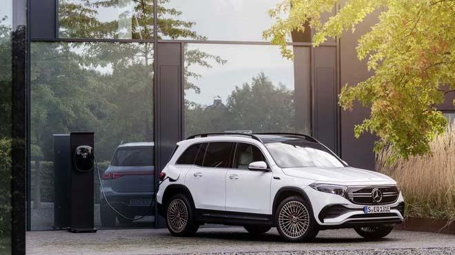Hottest car news April 23: Mercedes-Benz EQB was released, Toyota Corolla Cross ran unexpectedly at a price