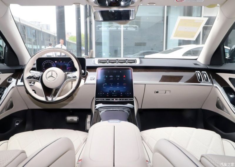 Examining the cheapest version of the Mercedes-Maybach line: Is the low price still luxury?  4