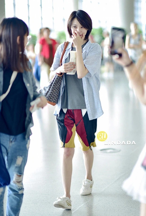 The colorful airport fashion of Cbiz stars: From bad 'fog' to bad words can't describe 14