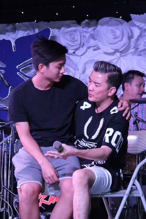 Only one action of Hoai Lam made Dam Vinh Hung unable to hide his happy feelings