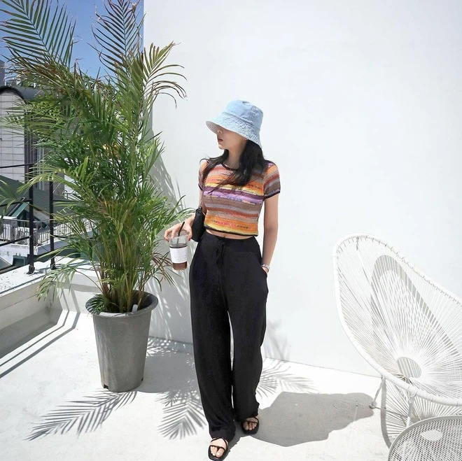 7 ways to mix clothes with black pants, a style every day guaranteed to escape the scene of 'don't know what to wear' 10