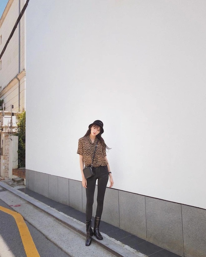 7 ways to mix clothes with black pants, a style every day guaranteed to escape the scene of 'don't know what to wear' 12