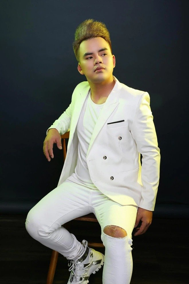 Luu Chan Long challenged Phi Nhung to sue when he launched a 'blow', proving the accusation that the female singer forced the price of salary 4