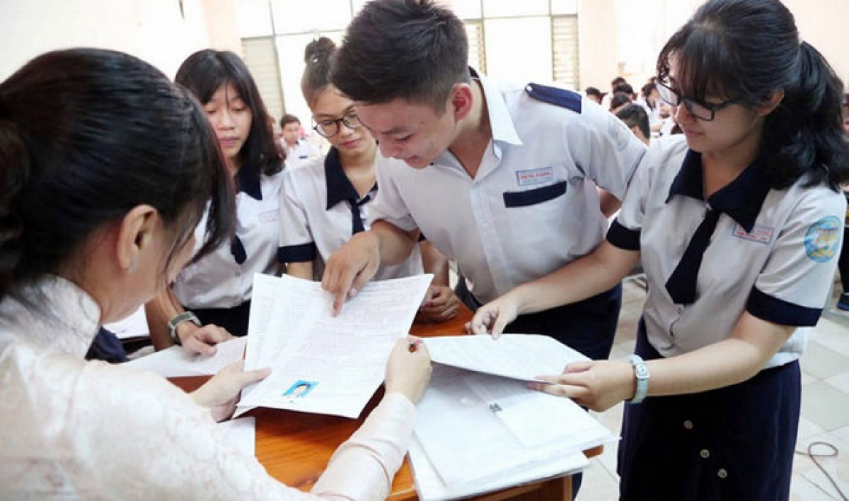 Hanoi announces answers and grading scale for high school 10th grade exams in 2021 2