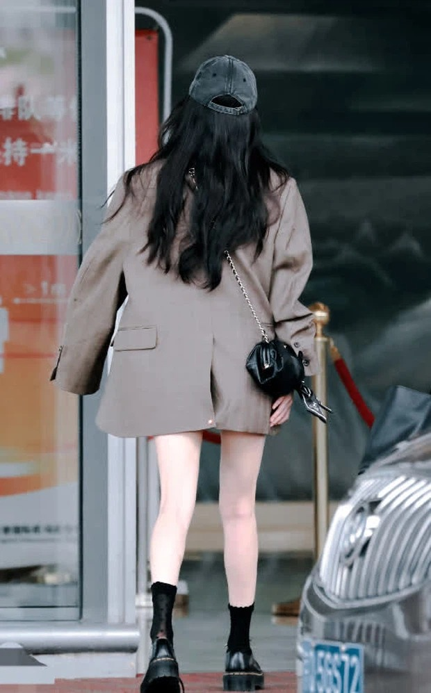 'Airport Queen' is Duong Mich: Standard body every centimeter, classy style, especially expensive items on hand 3