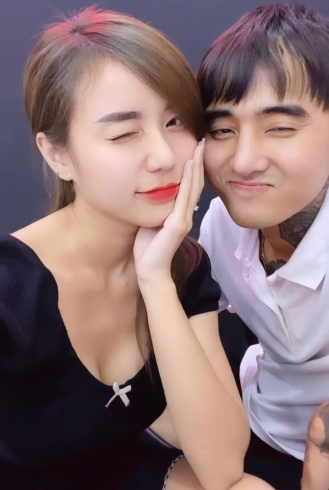 Hoai Lam's ex-wife shows off a sweet kiss to Dat G 2