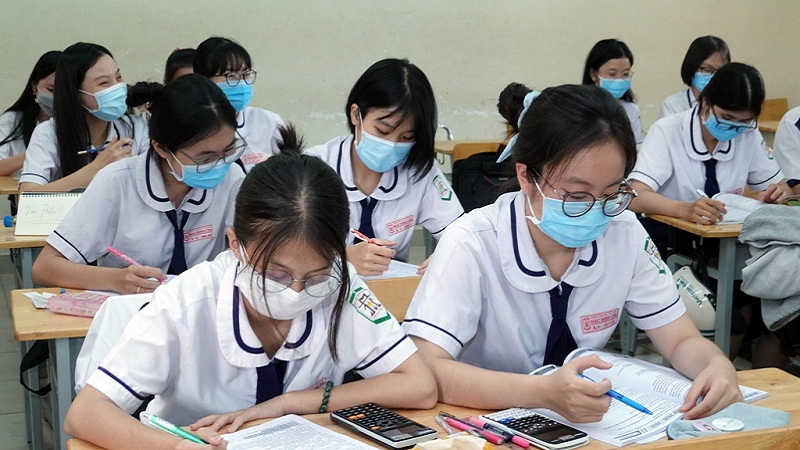 Answering the exam questions for the 10th grade in Binh Dinh province's Literature in 2021 1