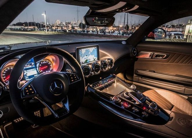 Take a look at 5 sports car models with the most beautiful interiors in the past 2 decades 1