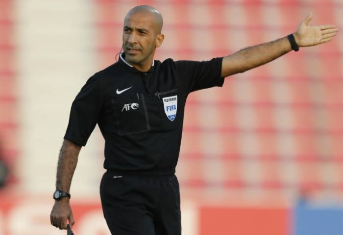 Ignoring the penalty situation of the Vietnamese team, the referee was messed up by fans on his personal page 1