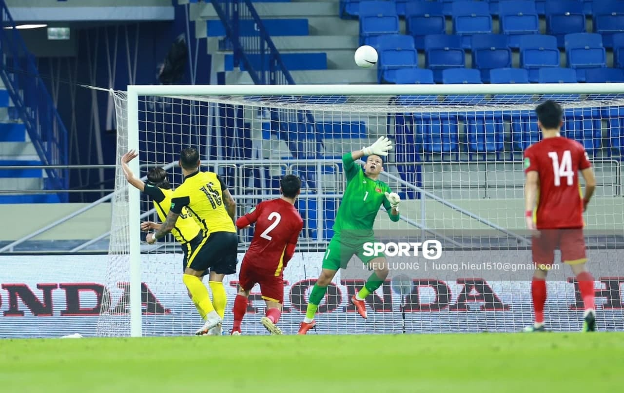 Little known things about goalkeeper Tan Truong: He was disciplined for going to a swordplay movie, caught 4 defeats 29 goals 1