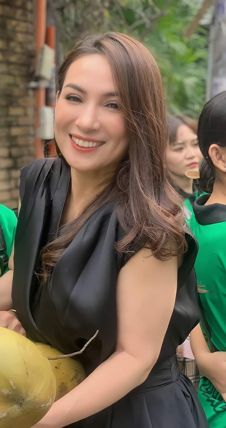 Phi Nhung was accused by Luu Chan Long's juniors of 'overturning' to force the price of salary, revealing the 'terrible' human nature of the female singer 1