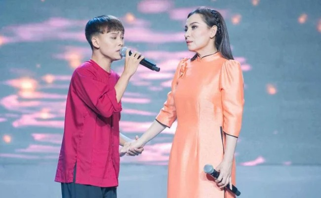 An acquaintance revealed Phi Nhung's real personality amidst the noise and Ho Van Cuong 1