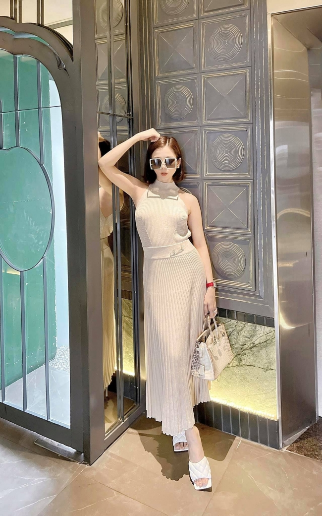 Le Quyen responded sharply when being mocked 'shameless' showing off her body at the age of U40 1