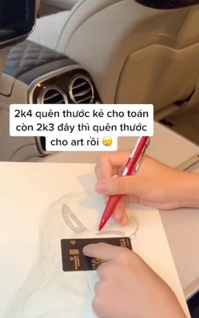 Rich kid spends 100 million sitting next to Ngoc Trinh selling 2 Maybach cars to support the Covid-19 Vaccine Fund