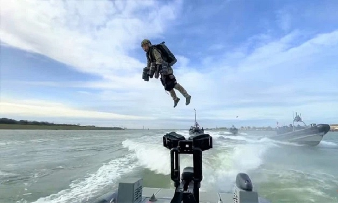 Special equipment to help British Royal Marines fly like birds in the sea 1