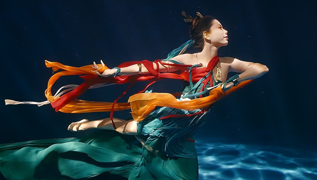 The dance 'Lac Than Phi Thien' under water causes fever because it reaches the realm of escapism 1