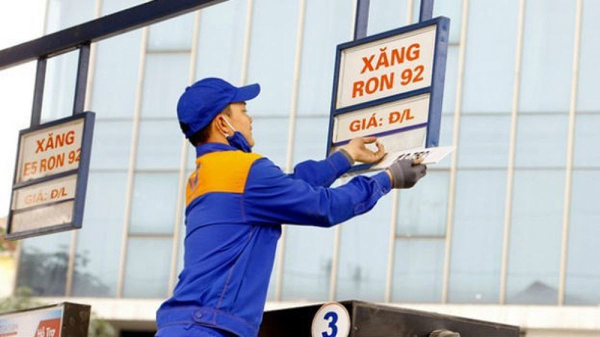 Business news 24 hours: Domestic gasoline price may increase by nearly 500 VND/liter, Gold price increases by 2