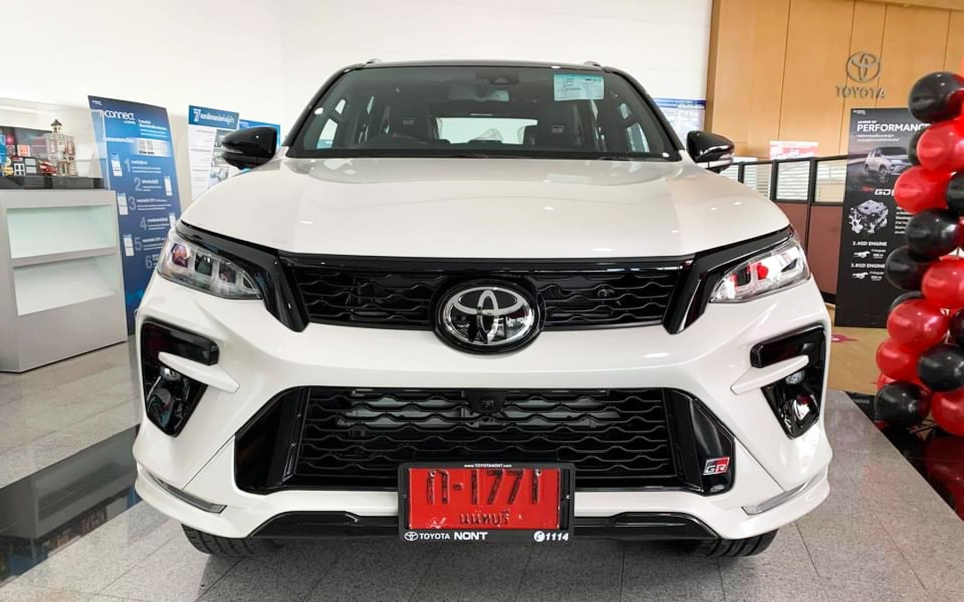 Preview Toyota Fortuner GR Sport 2022 priced at 1.3 billion at a Thai dealer, coming soon in Vietnam 3