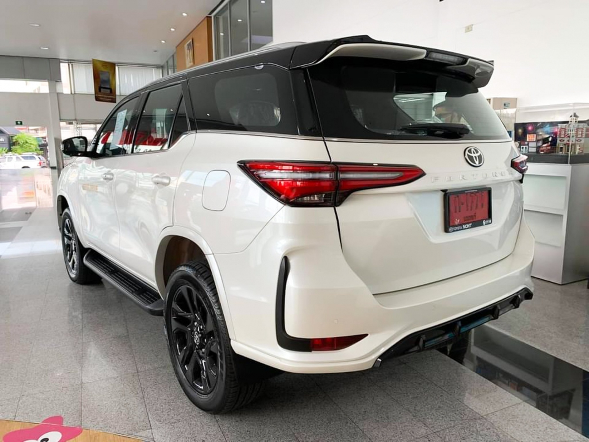 Preview Toyota Fortuner GR Sport 2022 priced at 1.3 billion at a Thai dealer, coming soon in Vietnam 5