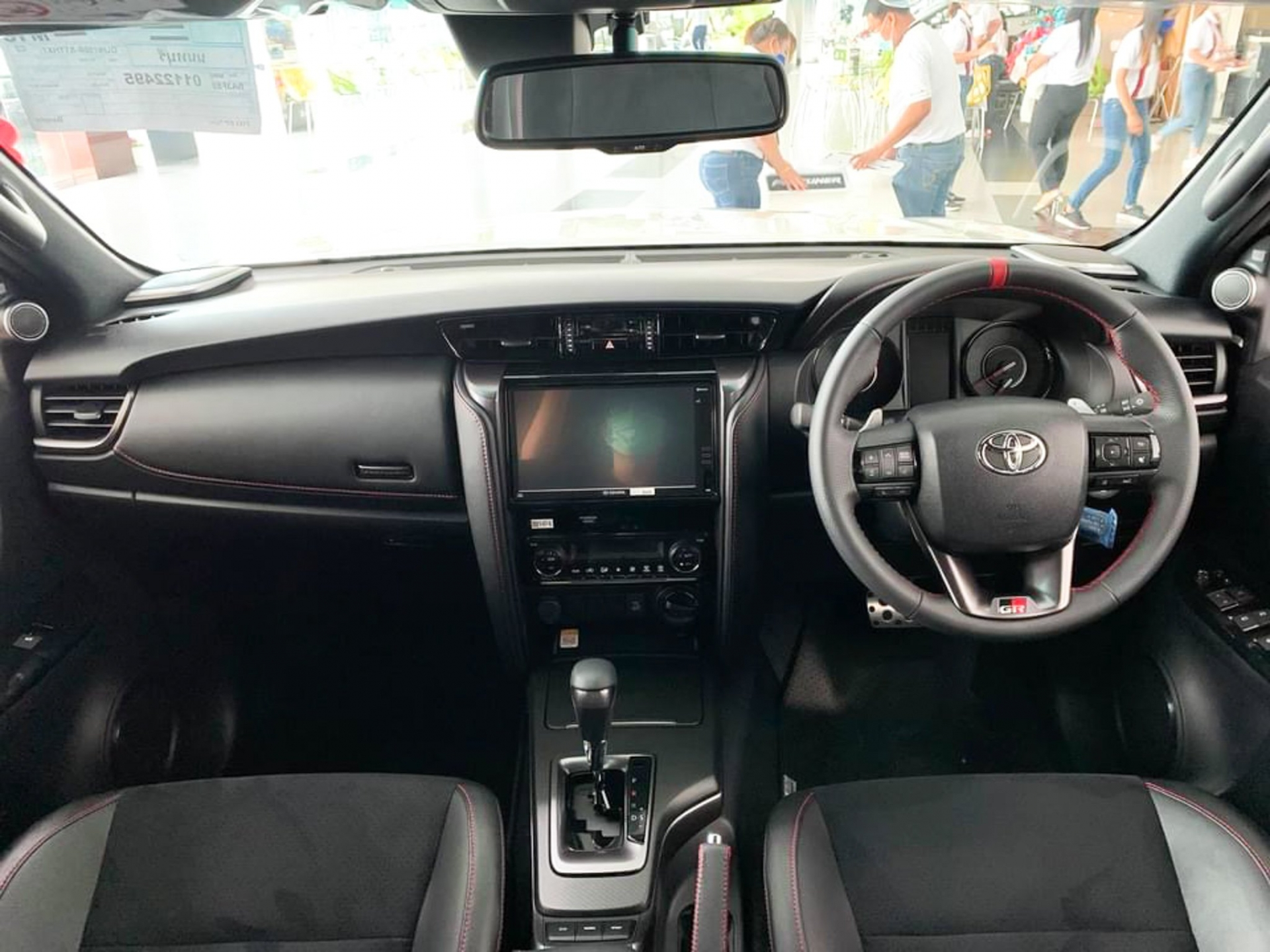 Preview Toyota Fortuner GR Sport 2022 priced at 1.3 billion at a Thai dealer, coming soon in Vietnam