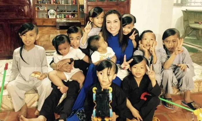 Former boyfriend Ngoc Trinh revealed the past pain that led to Phi Nhung's commitment to raise 23 children