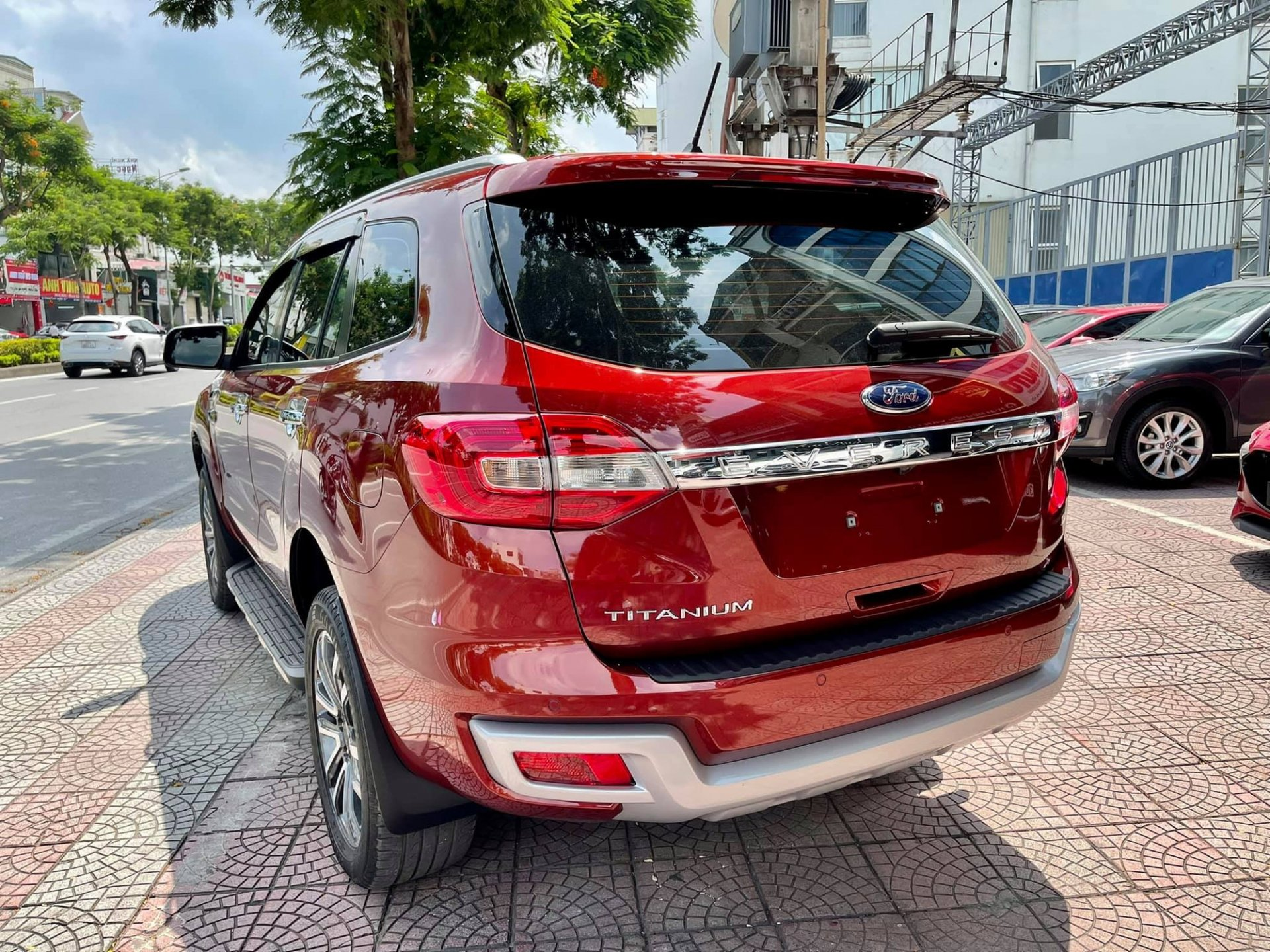 A series of genuine SUVs are having to sell at a loss in the used car market: Buyers benefit from several hundred million dong