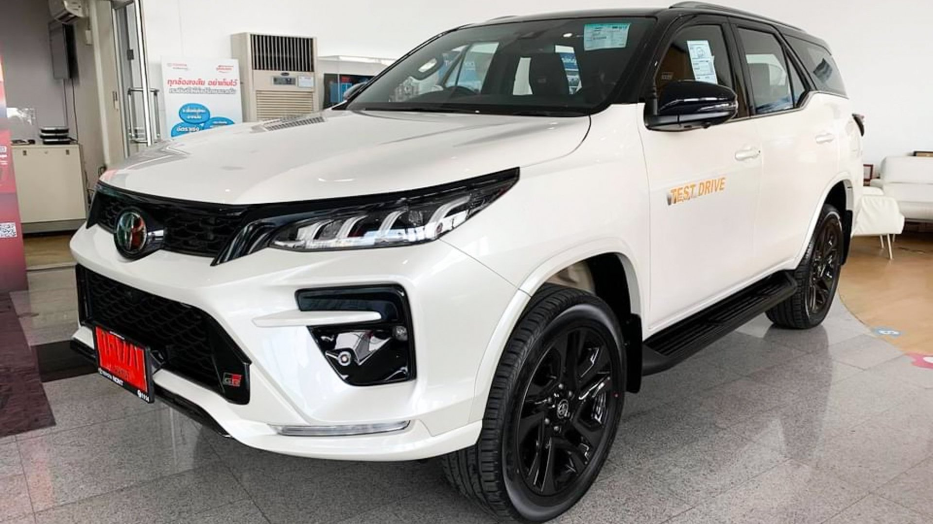 Preview Toyota Fortuner GR Sport 2022 priced at 1.3 billion at a Thai dealer, coming soon in Vietnam 1