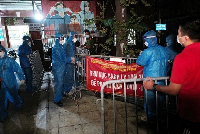 Hanoi's largest outbreak of nearly 600 cases has been lifted from blockade 1