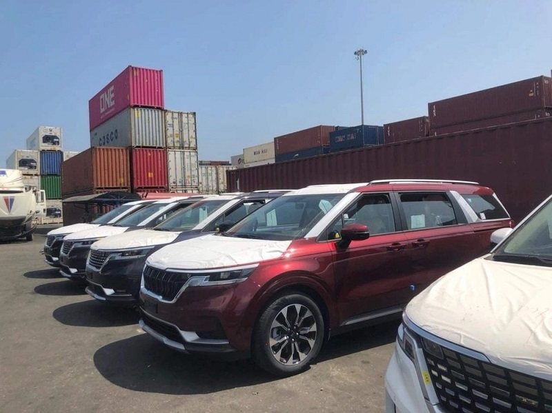 Hottest car news 4/10: Ngoc Trinh bends over Rolls-Royce;  Kia Carnival 2022 revealed the launch date