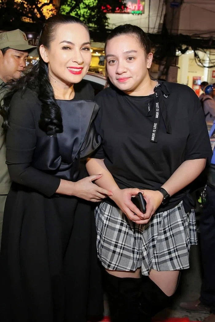 Showbiz 24h: Ms. Phuong Hang 'flipped' the whole showbiz except for 1 person;  Rare information about the father of Phi Nhung's daughter 2