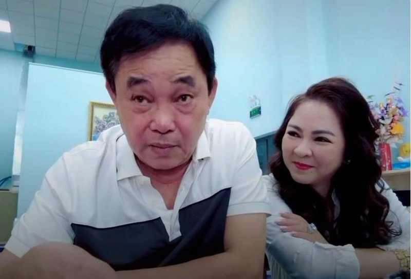 Mrs. Phuong Hang directly asked Mr. Dung about the love story after eavesdropping on the phone 3
