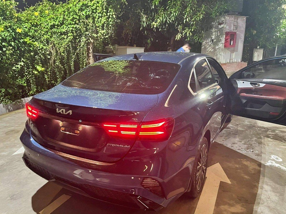 Close-up of Kia K3 present at the dealer, people riot because of a confusing detail 2